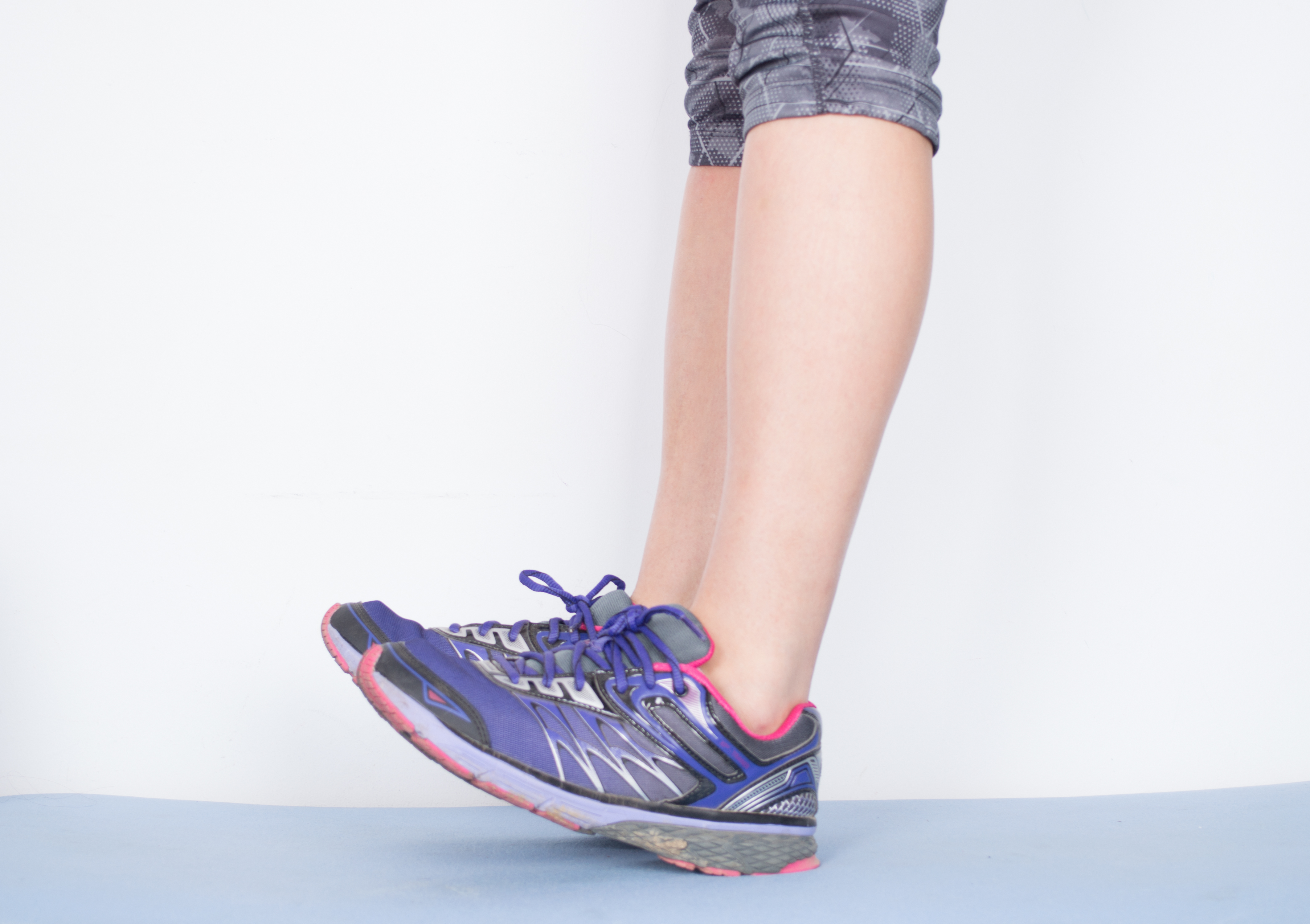 How to Treat Shin Splints by Stretching with Pictures
