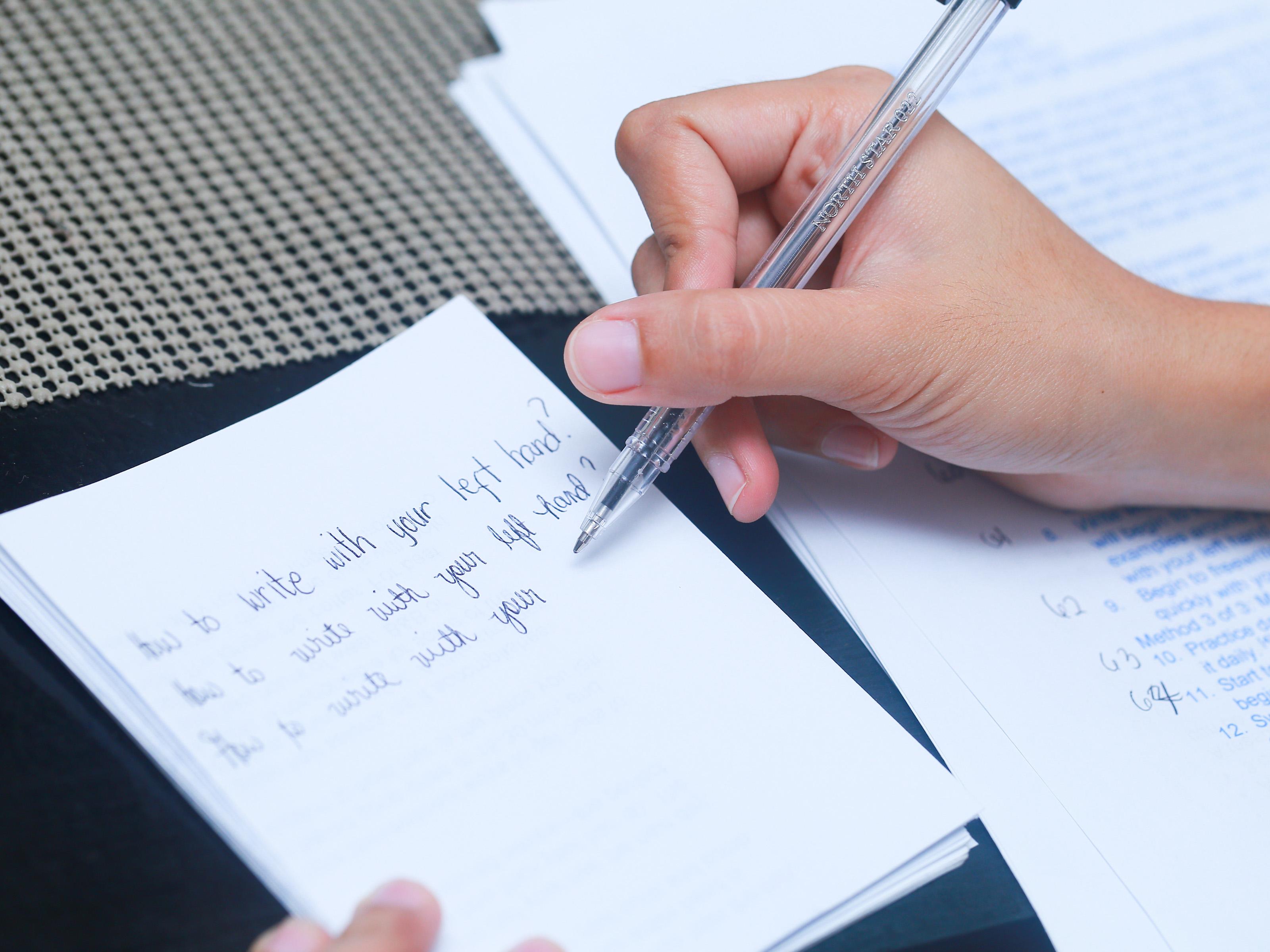 Come Imparare a Scrivere con la Mano Sinistra  wikiHow