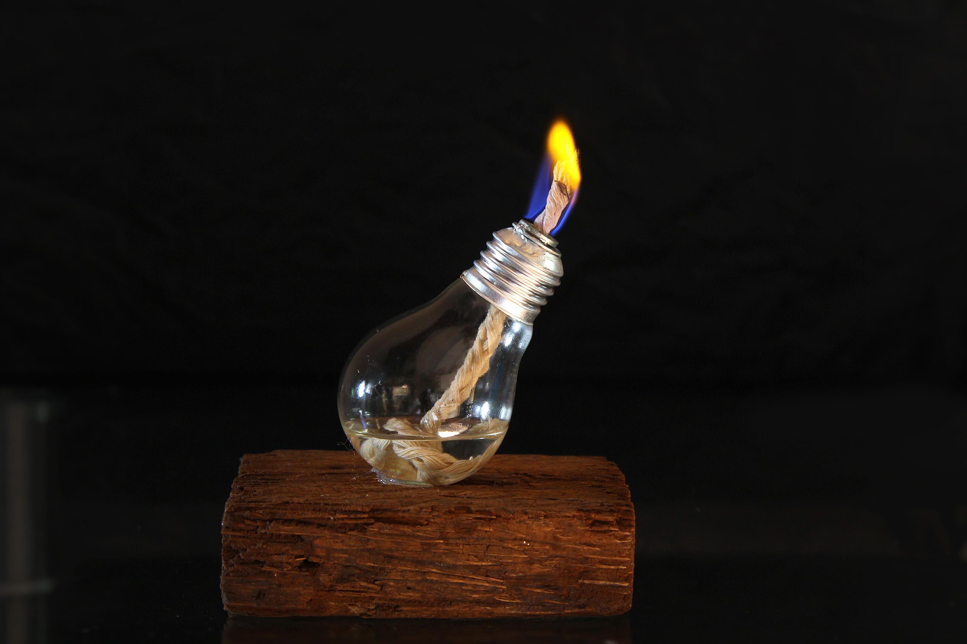 [how are light bulbs made]