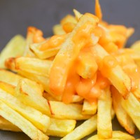 Crispy French Fries and Cheese Sauce (Recipe)