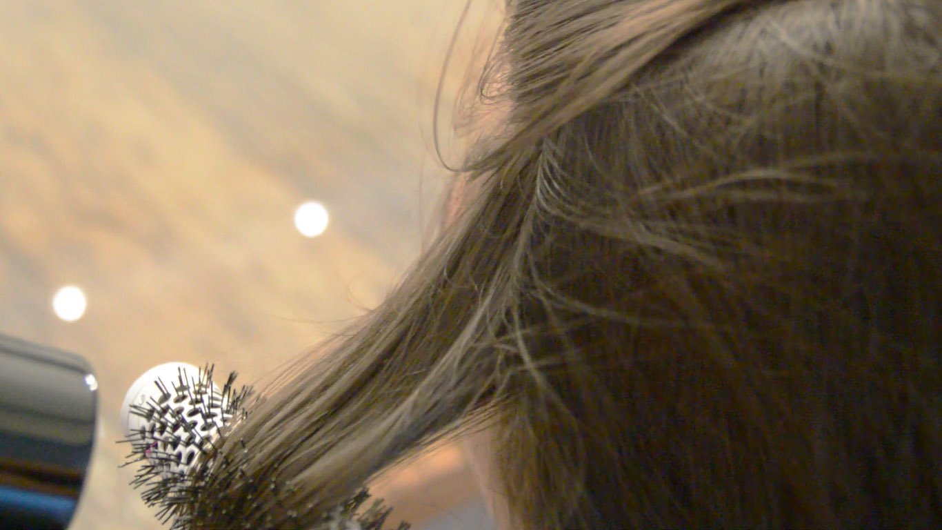 3 Ways to Blow Dry Layered Hair  wikiHow