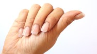 How to Remove Nail Polish from Acrylic Nails Without the ...
