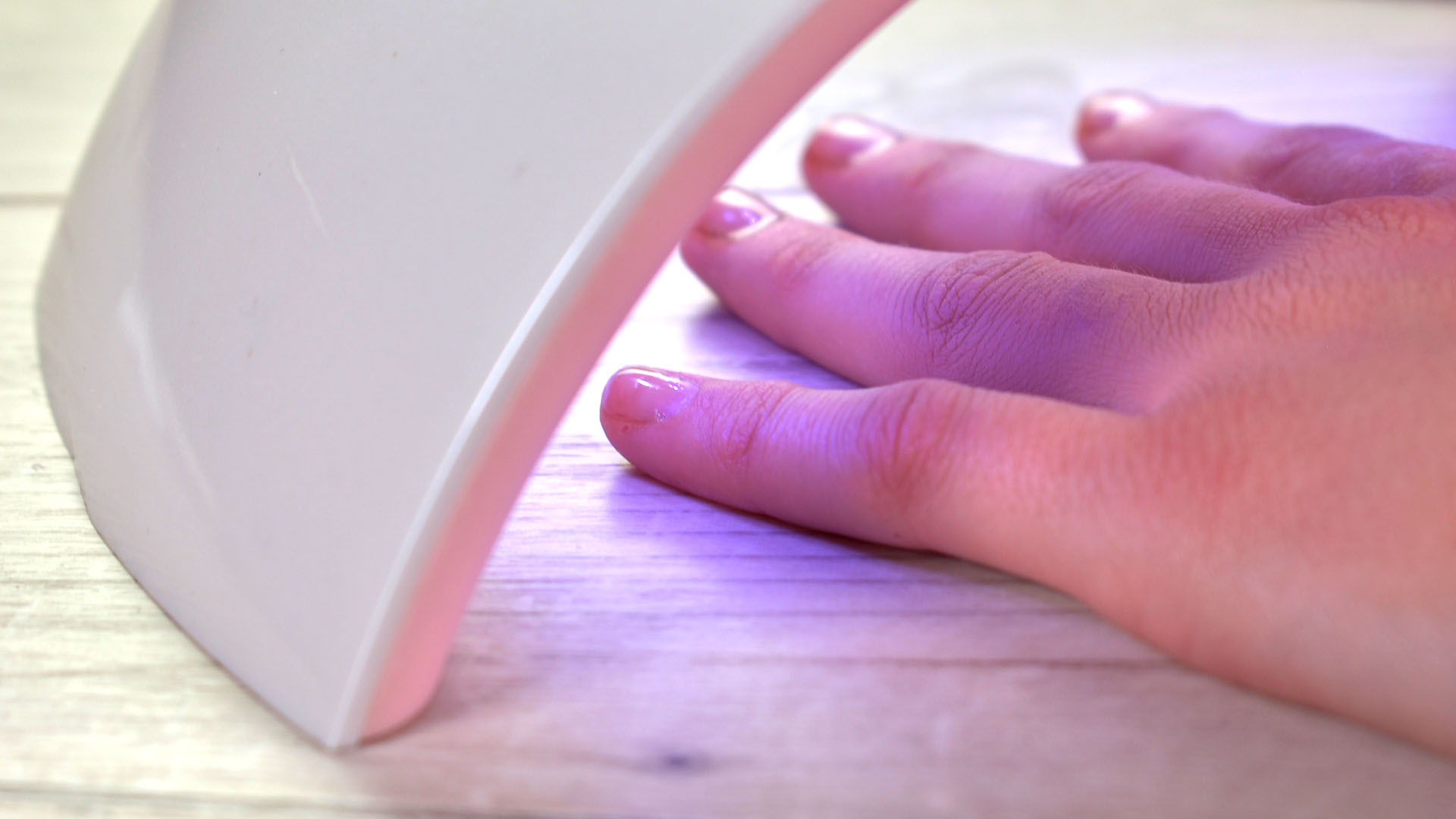Easy Ways to Dry Gel Nails Without an Led Lamp (with Pictures)