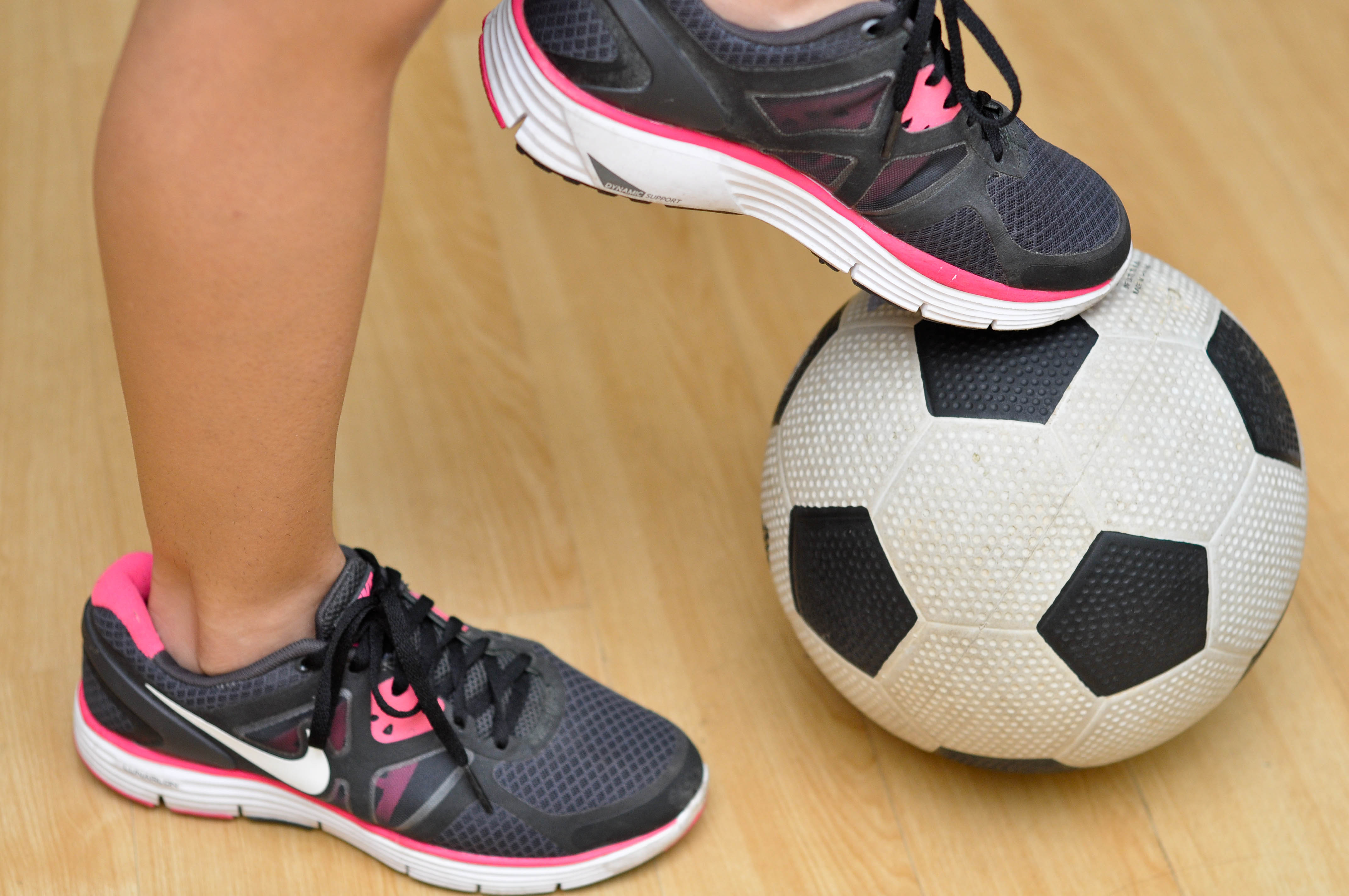 How to Do Toe Taps With a Soccer Ball: 5 Steps (with Pictures)