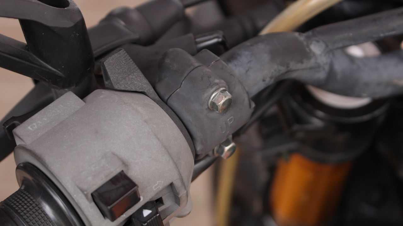 hight resolution of how to start a motorcycle