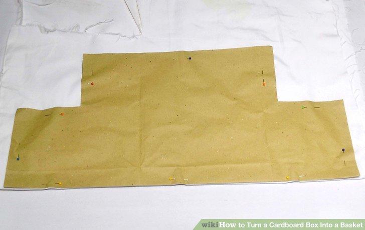 Zeichnen Sie Ihr Muster auf die falsche Seite eines großen Stoffteils.