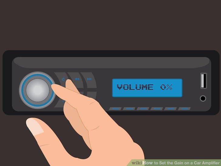Stellen Sie die Lautstärke Ihres Autoradios auf Null.