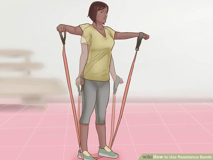 Machen Sie deltoide Fliegen, um an den Schultermuskeln zu arbeiten.