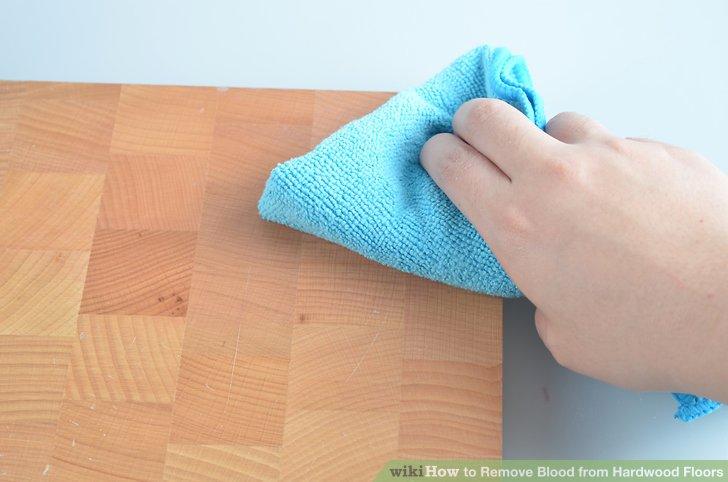 Wischen Sie die Oberfläche mit einem weichen Tuch ab.