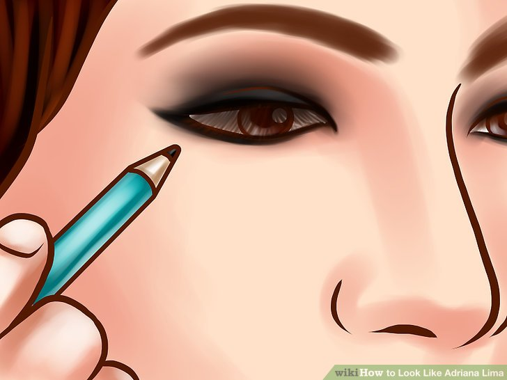 Verwenden Sie schwarzen Eyeliner, um Ihre Augen zum Knallen zu bringen.
