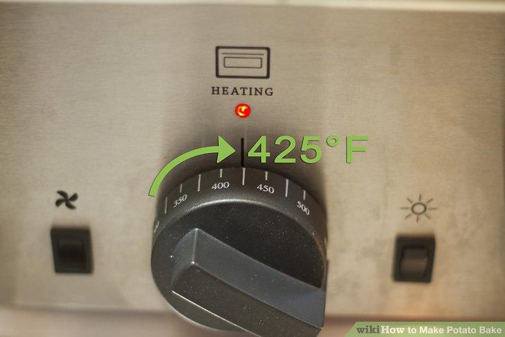 Heizen Sie Ihren Backofen auf 180 ° C vor und fetten Sie die Innenseite einer 2,5-Liter-Auflaufform leicht ein.
