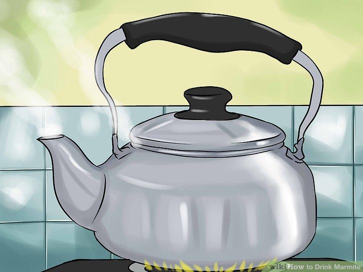 Wasser in einem Wasserkocher kochen.