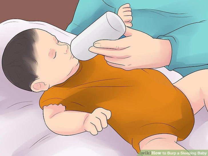 Beachten Sie, ob sich Ihr Baby beim Füttern windet oder pingelig wird.