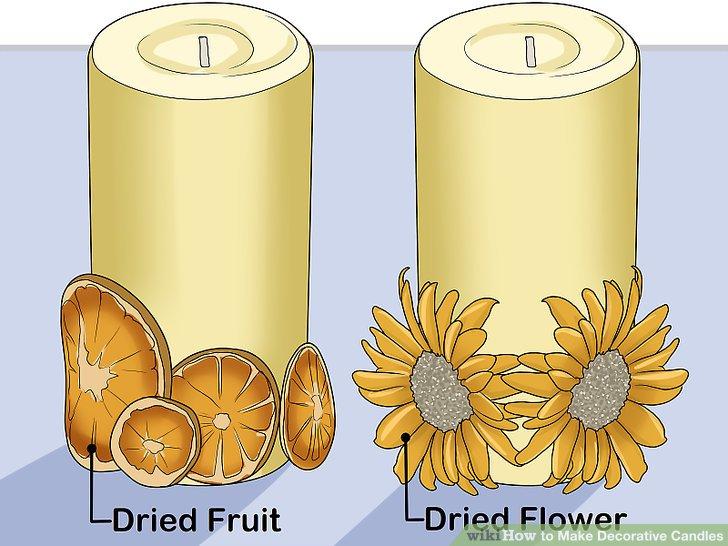 Dekorieren Sie eine Kerze oder ein Glas mit Trockenfrüchten und Blumen.