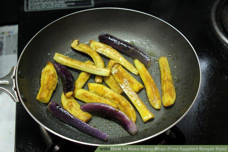 Legen Sie die Auberginen in das Öl.
