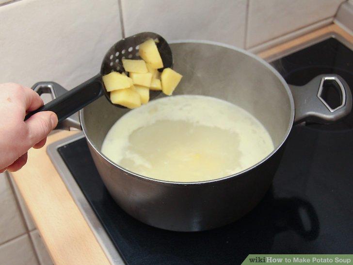 Fügen Sie die Kartoffeln und 1 Päckchen hinzu.