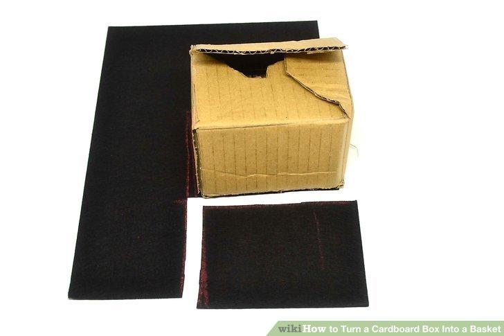 Zeichnen Sie den Boden einer Schachtel auf eine Stoff- oder Filzbahn und schneiden Sie den Stoff aus.
