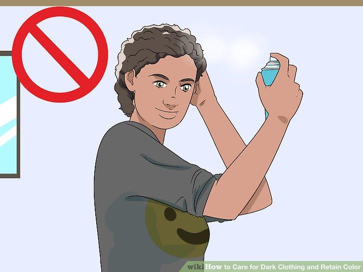 Vermeiden Sie Haare und Make-up, wenn Sie dunkle Kleidung tragen.