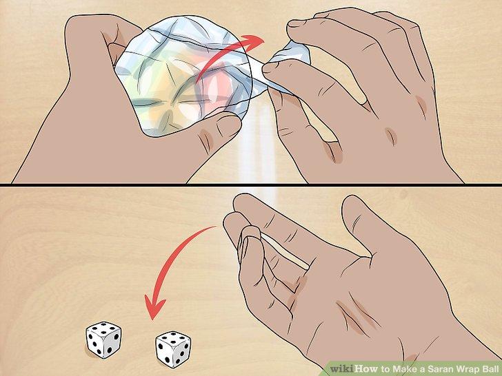 Lassen Sie die Person den Ball auswickeln, während die Person versucht, Doppel zu würfeln.