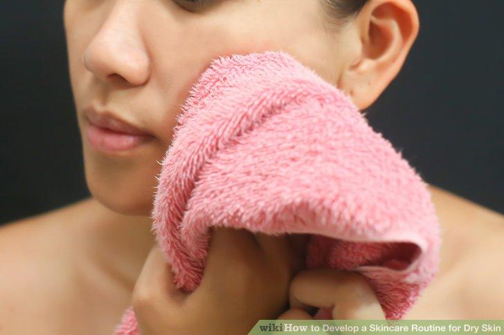 Gönnen Sie Ihrem Gesicht einen schnellen Spritzer mit warmem Wasser, nur um sich zu erfrischen und Ihre schläfrigen Augen zu öffnen.