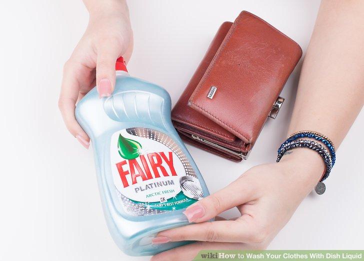 Kaufen Sie etwas flüssige Spülmittel.