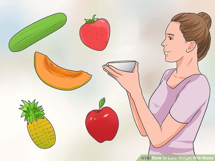 Versuchen Sie eine kurze Entgiftungsdiät, die sich auf Trinkwasser konzentriert, das mit Gemüse und Obst getränkt ist.