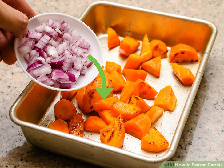 Karotten beim Braten karamellisieren.