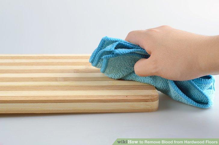 Wischen Sie den Bereich gründlich mit einem trockenen, sauberen Tuch ab.