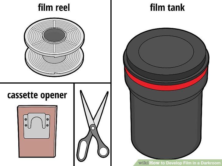 Bringen Sie Ihren Film in die Dunkelkammer und richten Sie Ihren Arbeitsbereich ein.