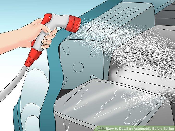 Spülen Sie den Motor mit einem Schlauch.