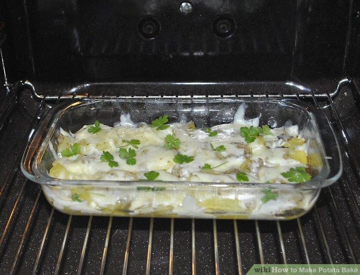 Backen Sie die Kartoffeln unbedeckt noch etwa 15 Minuten lang.
