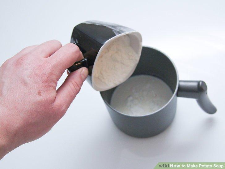 Mehl halb und halb in einer kleinen Schüssel vermengen.