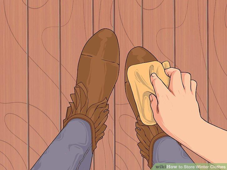 Wischen Sie Ihre Schuhe ab und polieren Sie sie.