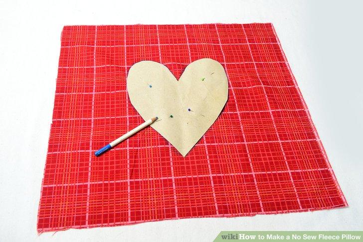Zeichne dein Kissen oder deine Form auf das Vlies.