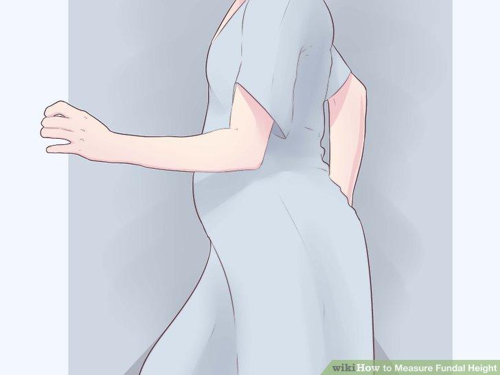 Hastane elbisesiyle değiştir.