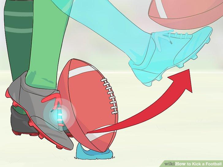 Schlagen Sie den Ball mit der Fußspitze.