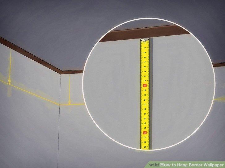 Verwenden Sie ein Maßband, eine Ebene und einen Stift, um den oberen Rand der Stelle zu markieren, an der der Rand hängen soll.