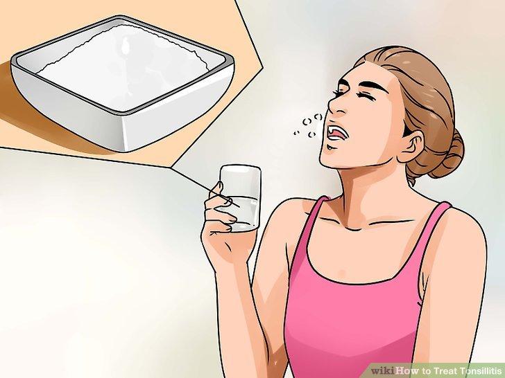 Gurgeln mit warmem Wasser und Salz.