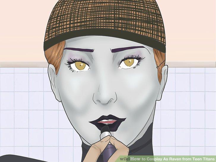 Tragen Sie schwarzen Lippenstift auf.