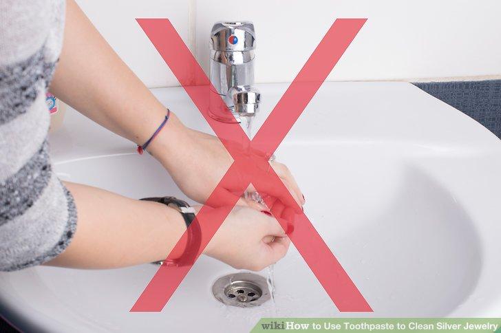 Tragen Sie Ihren Schmuck nicht an Stellen, an denen er nass werden könnte.