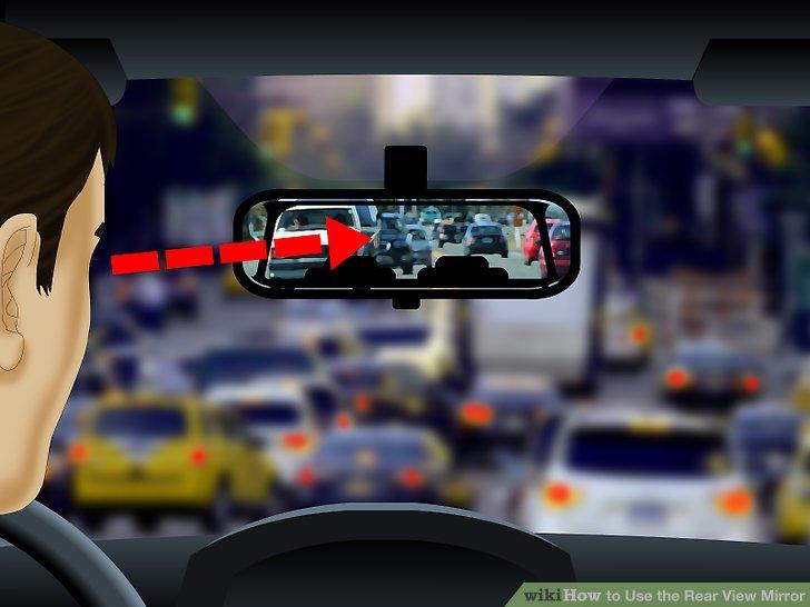 Betrachten Sie Ihren Rückspiegel, wenn Sie bei starkem oder unregelmäßigem Verkehr navigieren.