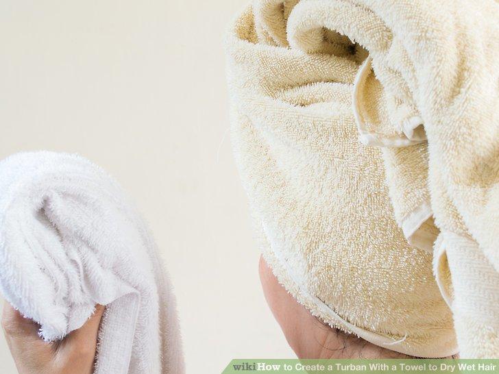 Wickeln Sie Ihre Haare erneut in ein trockenes Handtuch.
