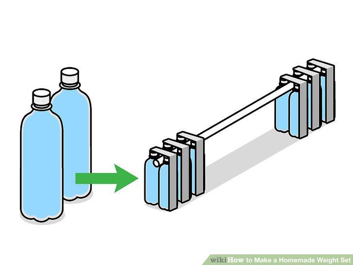 Machen Sie eine Hantel mit Wasserflaschen.