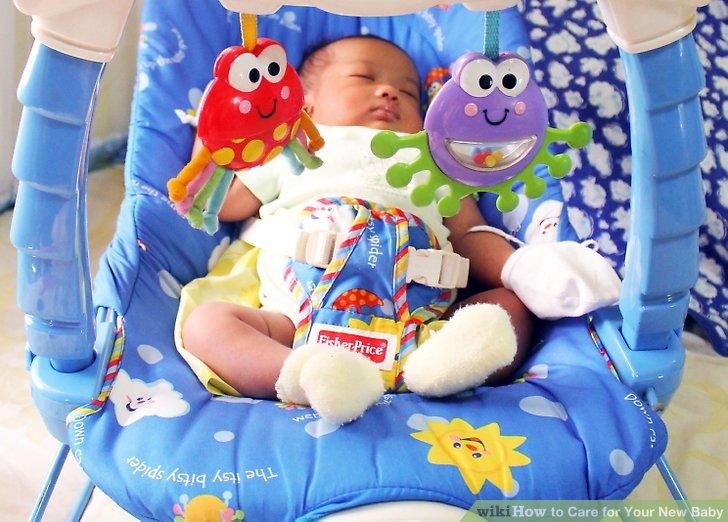 Setzen Sie Ihr Baby in Babyschaukeln und -sitzen.