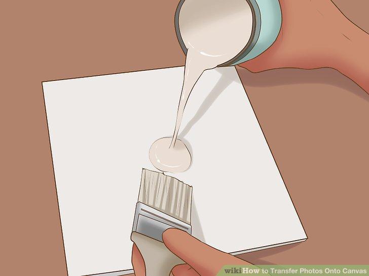 Verwenden Sie eine dicke Schicht Gel-Medium, um die Vorderseite Ihrer Leinwand vollständig abzudecken.
