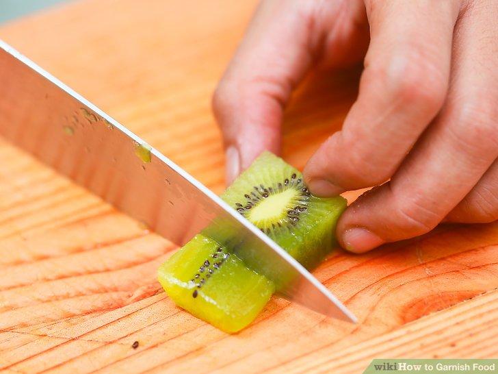 Schneiden Sie einfache Fruchtquadrate.