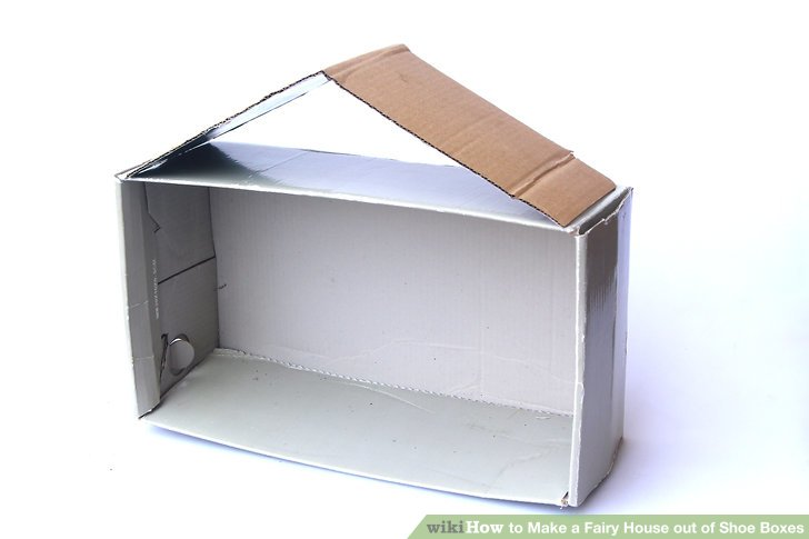 Tape the roof to 1 of the narrow ends of the box.