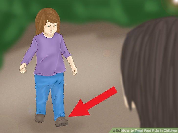 Prüfen Sie, ob Ihr Kind auf den Zehen geht oder humpelt.