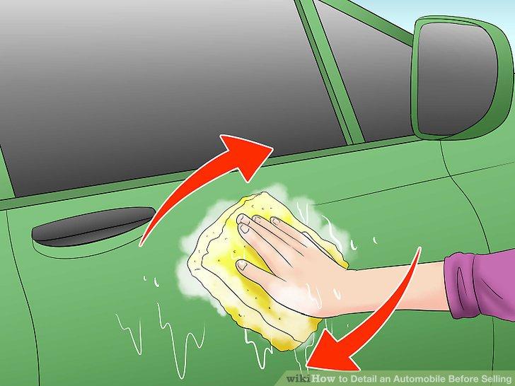 Verwenden Sie einen Schwamm und Seifenwasser, um den Körper zu reinigen.