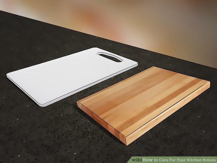 Verwenden Sie Schneidebretter aus Kunststoff oder Holz.
